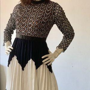 Dresses & Skirts - NEW Longsleeve Cutout Dress